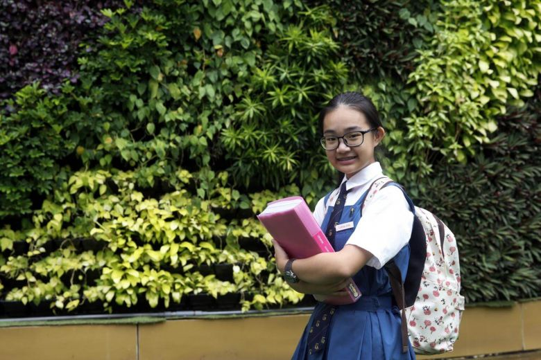 This young lady compelled vendors at her #school to eliminate the use of #plastic #disposables for take-away orders!  http:// ow.ly/u3BG30fiAq9  &nbsp;  <br>http://pic.twitter.com/rGNH47V0ls