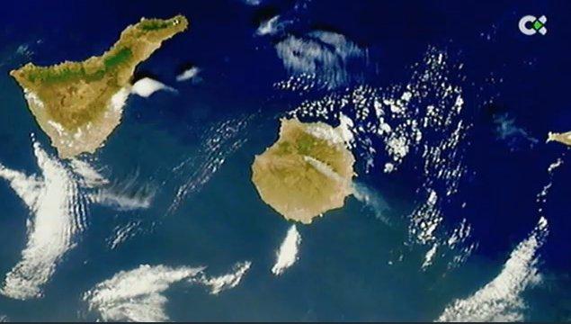 La columna de humo del #IFTejeda se ve desde el espacio, esta imagen la capta un satélite. https://t.co/Fs6Qr6SSZY