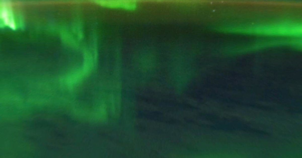 VIDÉO Une aurore australe vue de l'espace https://t.co/AxBpFIQ0le
