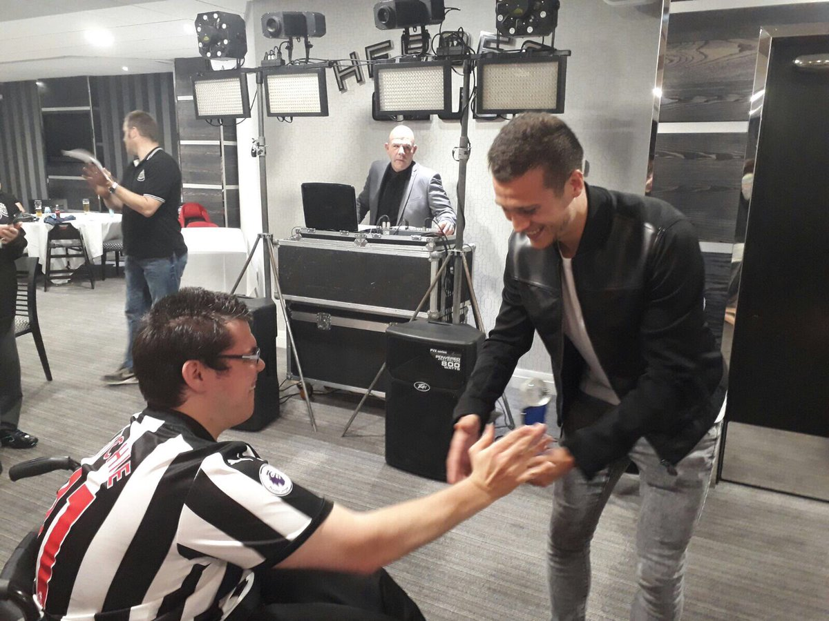 We are delighted to announce that Matt Richie has won NUDSA Player of The Year @javiermanquillo accepting on his behalf  #NUFC <br>http://pic.twitter.com/uRP32LFhzm