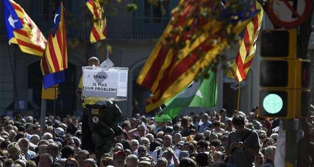 Espagne : des arrestations de dirigeants catalans embrasent Barcelone https://t.co/cLmg5jxMsw