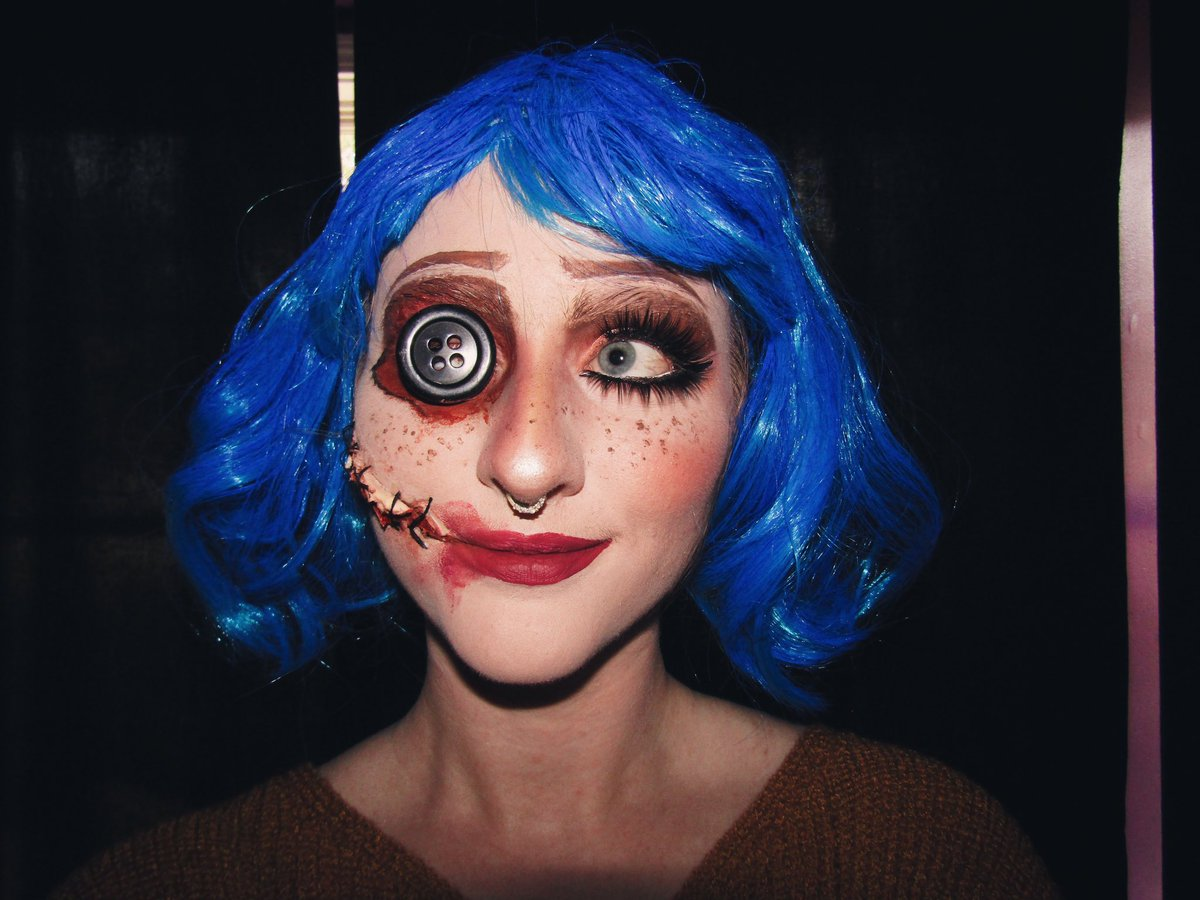Amanda Hawkins On Twitter Love Coraline My Daughters Bff Was Coraline Last Year For Halloween Love The Button Eye
