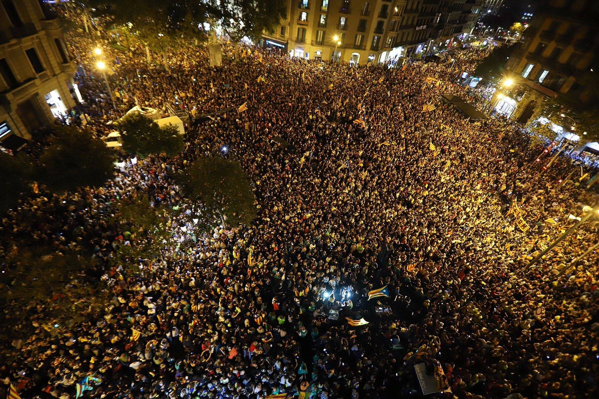 I&#39;m proud to live in the next state in #Europe. #Catalonia&#39;s nation stands together and #democracy will prevail here. #1O Foto: @jordiborras<br>http://pic.twitter.com/Clj2UamjjM