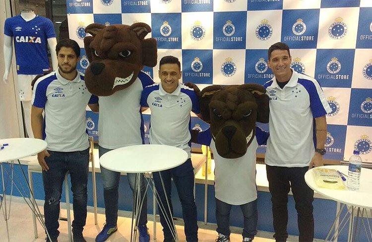 Torcida do Cruzeiro encontra ídolos em evento e 'cobra' penta da Copa do Brasil sobre Flamengo no Mineirão https://t.co/VLelxbS4tm