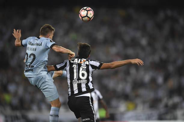📌 Na ida, Grêmio e Botafogo ficaram no 0 a 0 no Nilton Santos. Caso se repita, pênaltis; empate com gols, Bota; quem vencer, avança.