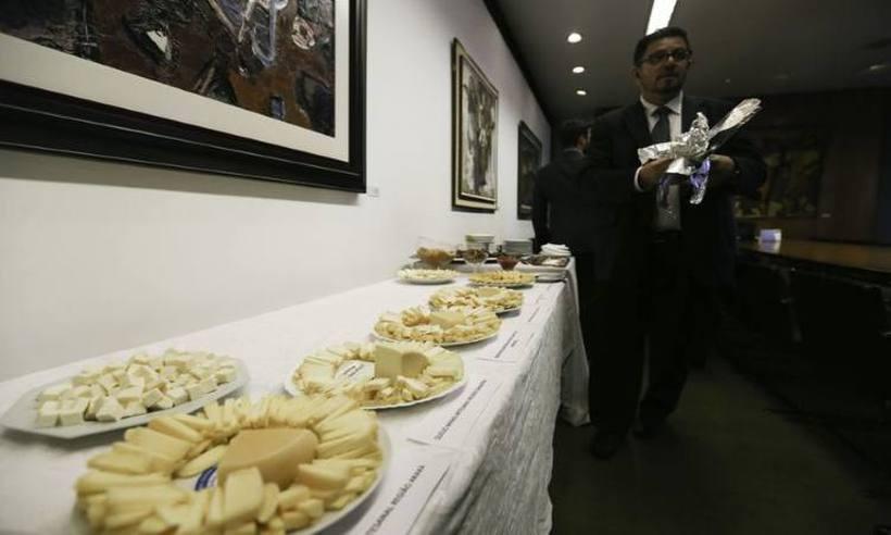 Câmara faz desagravo a Minas contra apreensão de queijos no Rock in Rio https://t.co/dRz9nOt1XX
