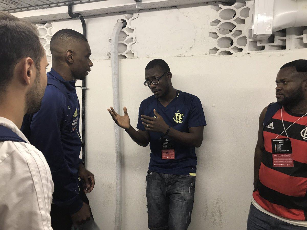 Prince e Agostinio são refugiados congoleses e trabalham nas @lojasespacorn. Hoje conheceram jogadores e encantaram com suas histórias!