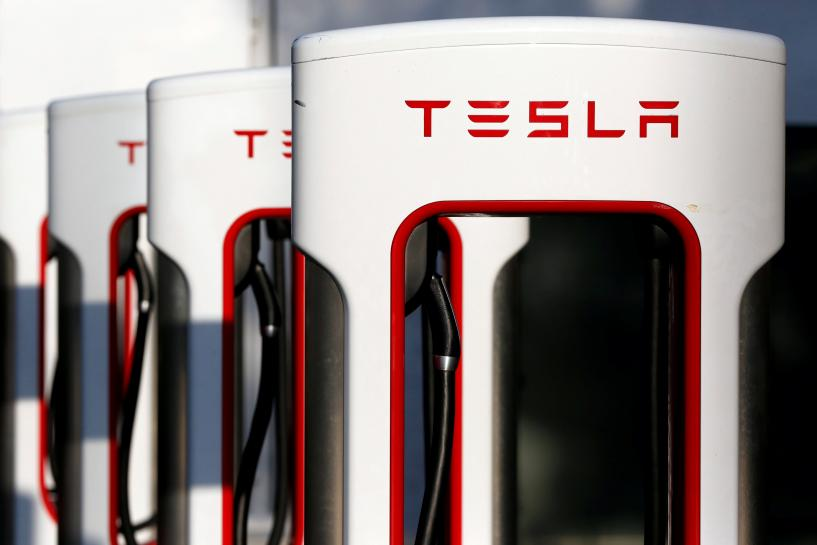 Tesla working with AMD to develop chip for self-driving car: CNBC https://t.co/i2KosY9Q0X