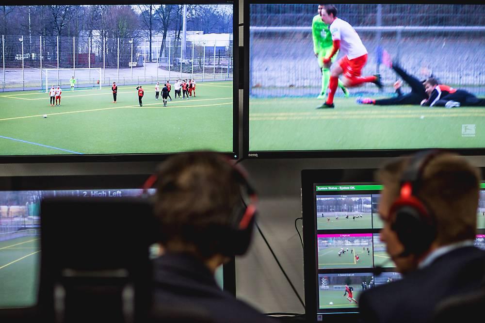 Estreia do árbitro de vídeo no Brasileirão é adiada https://t.co/V0GeqI51S7
