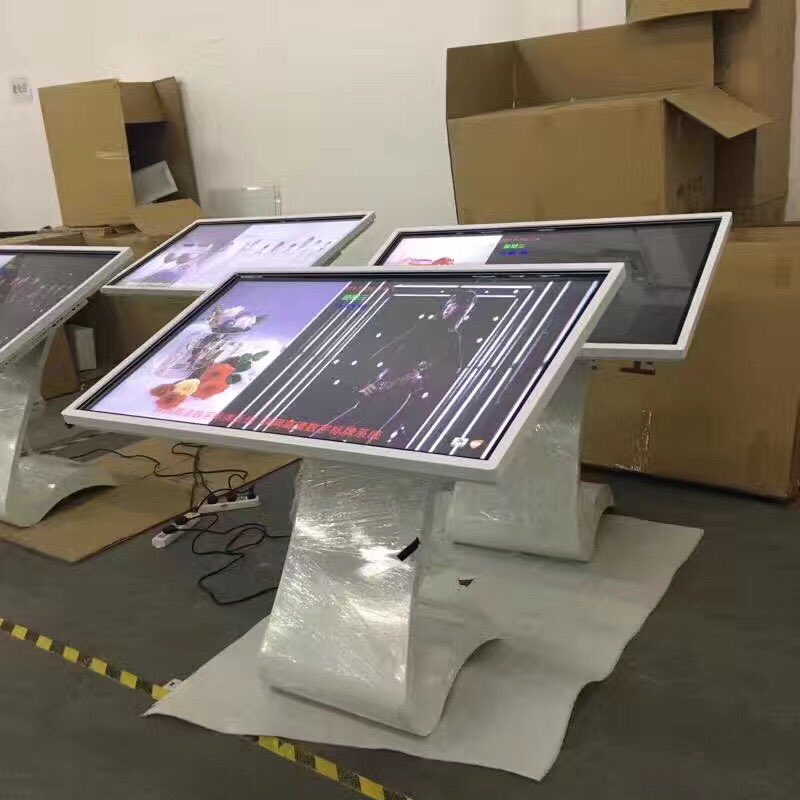Lcd monitors looking like one