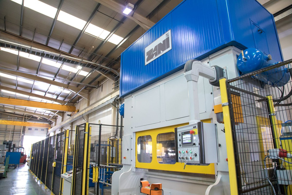 EWS upgrades manufacturing facility with £500,000 investment:  https:// zenoot.com/ews-upgrades-m anufacturing-facility-with-500000-investment/ &nbsp; …  #UKmfg #Investment <br>http://pic.twitter.com/ADPmrtaGfo