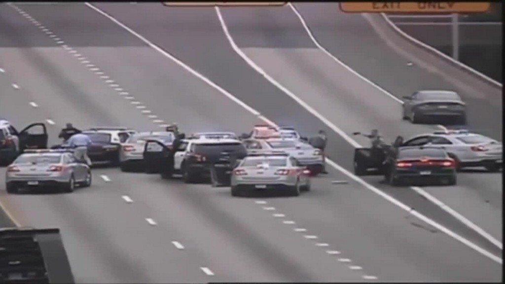 Wild ending to chase through 2 states caught on camera https://t.co/yMZrmi4IMX