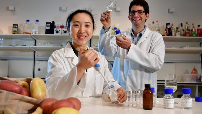 #Vodka from potato peel? @UniofAdelaide researchers at #Waite, #PotatoesSA &amp; #AdelaideHillsDistillery are on it!  https:// buff.ly/2jLMQtE  &nbsp;  <br>http://pic.twitter.com/6MoPH55L1J