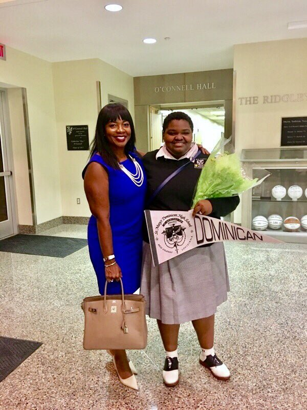 Soooo proud of this year&#39;s Sideline Pass scholarship recipient Gloria! She&#39;s just been inducted into her new high school! #mentor #educate <br>http://pic.twitter.com/8K6nKMH8nE