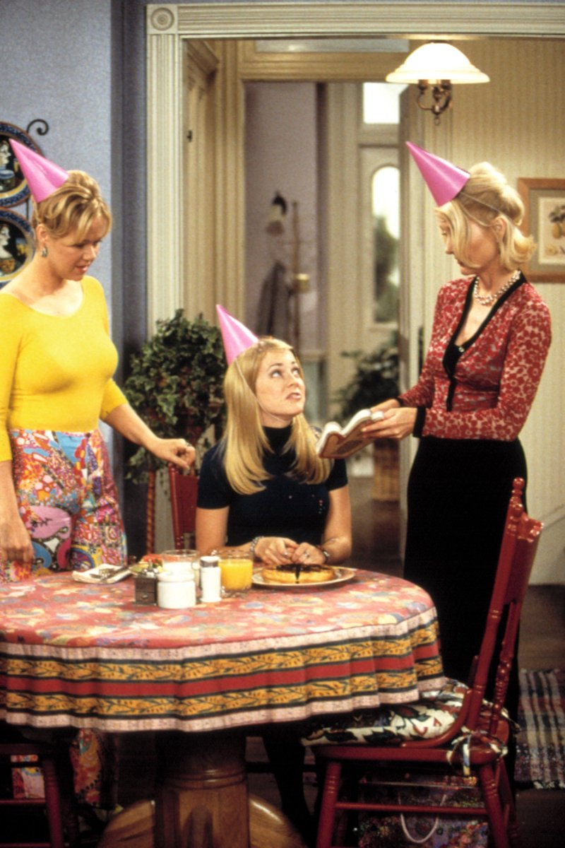 Sabrina the Teenage Witch is getting a horror reboot: https://t.co/U1Q...
