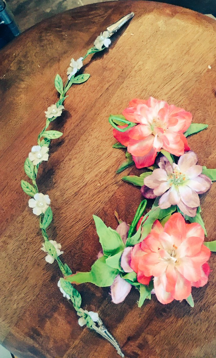 #Win flower bands for ur hair - get back the #festival feeling with these 2 headbands - follow &amp; RT #FreebieFriday - closes midnight Sunday<br>http://pic.twitter.com/vIGbLYRYSR