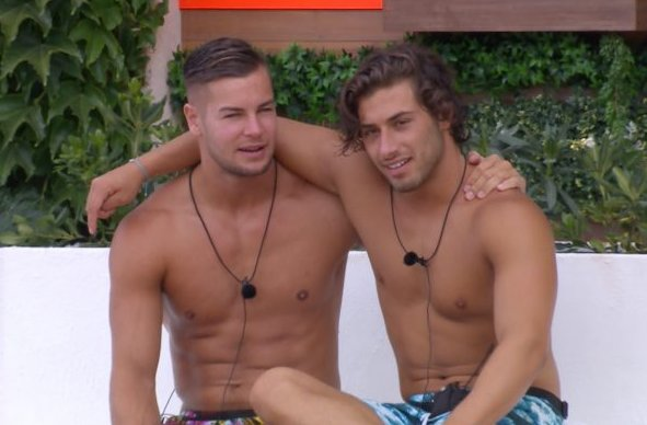 Another #LoveIsland power couple to steal @KemCetinay & @chrishughes_22 thunder?! https://t.co/XzvR5UQUAr