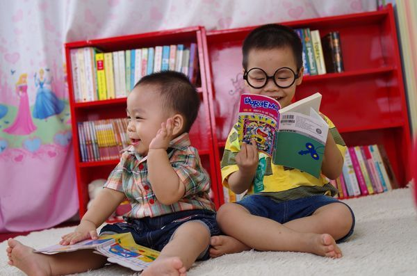 Reading with your baby will help her for the rest of her life https://t.co/hOcvMHv2ow https://t.co/9hpJM869O0