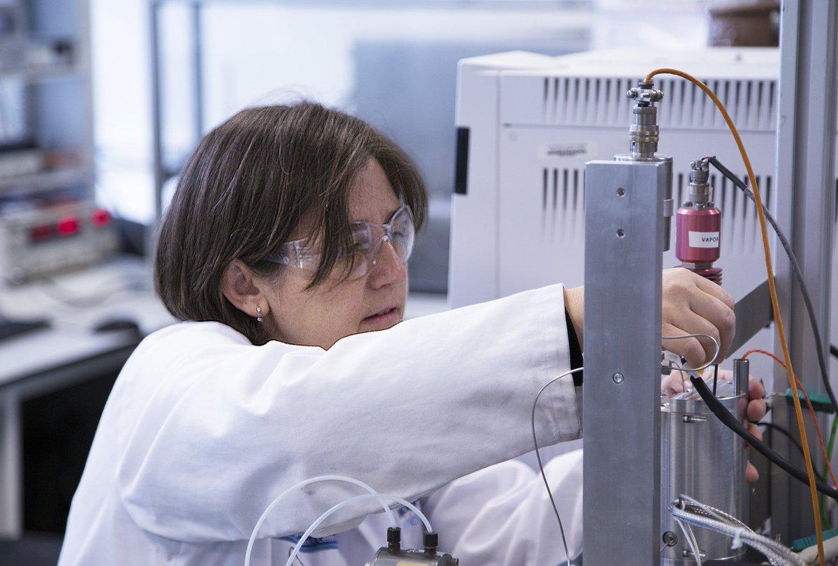 Engineer, teacher, role model: Dr Yolanda Sanchez-Vicente on paving the way for the next generation of #WomenInSTEM:  http:// bit.ly/2xTZXz4  &nbsp;  <br>http://pic.twitter.com/aIJ46oW00c
