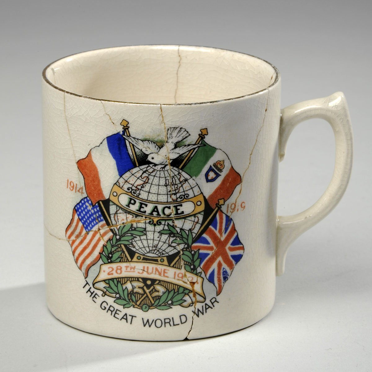 It&#39;s #InternationalDayofPeace today - we thought we&#39;d share this mug we found in the #collection from 1919, commemorating the end of #WW1<br>http://pic.twitter.com/8kVCf46JeF