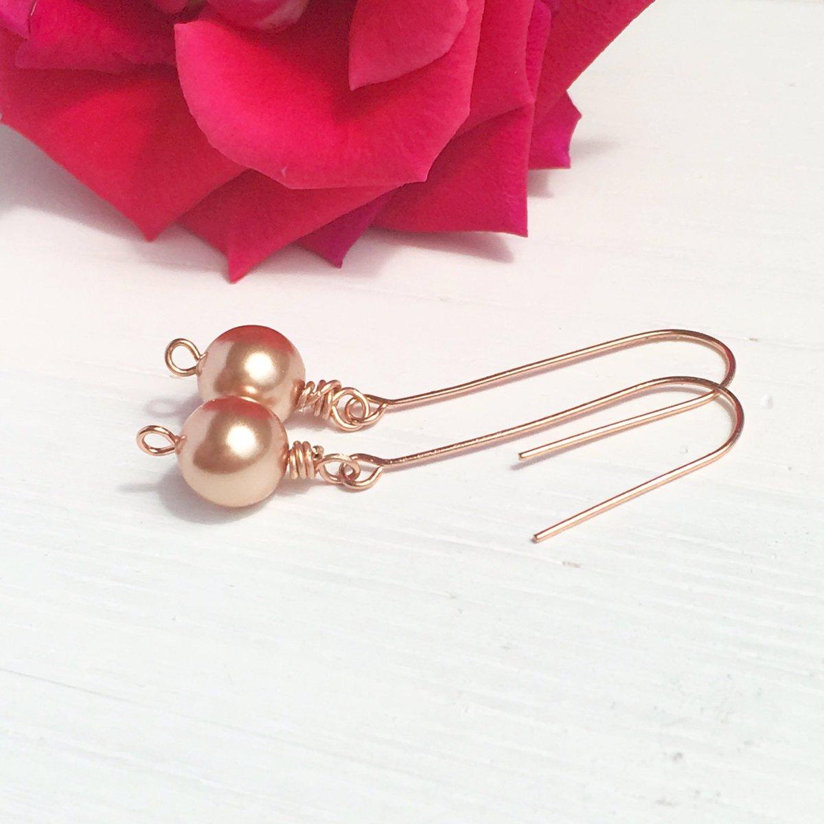 Rose gold pearls. Breathtaking.    https://www. etsy.com/madebymissm/li sting/526785176/rose-gold-pearl-earrings-blush-earrings &nbsp; …   #madebymissm #londonislovinit #etsychaching #etsyclub #etsyfinds #forsale <br>http://pic.twitter.com/inie2zSuim
