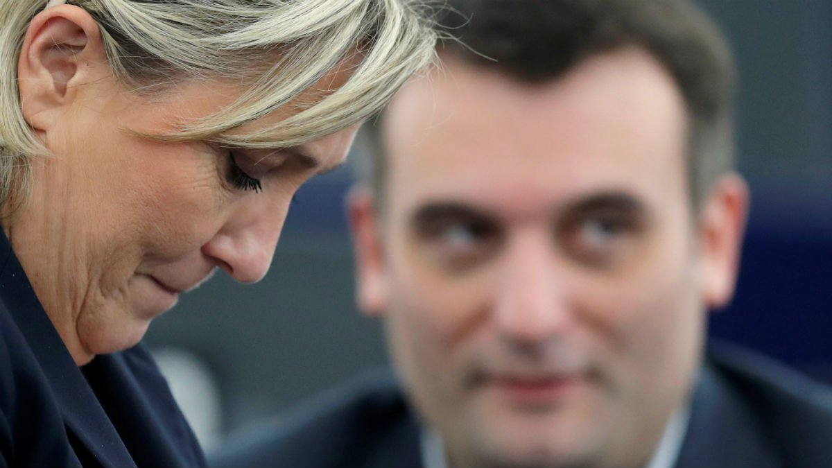 Marine Le Pen's 'future unclear' after right-hand man Philippot quits.   Read more --&gt;  http:// bit.ly/2w90oBn  &nbsp;    #LePen #FN #Philippot<br>http://pic.twitter.com/XvYehmYFBI