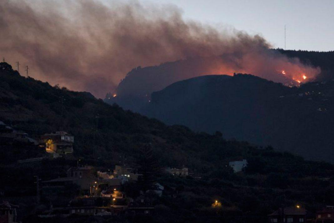 Incendio en isla española Gran Canaria quema 2.700 hectáreas y obliga evacuar 700 personas