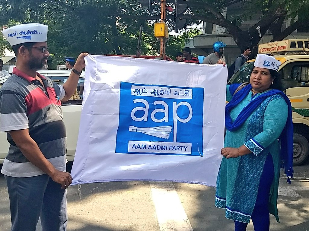 #AAP supporters  waiting for the meeting outcome. #kejriwalinchennai  #KamalHaasan  @ACJIndia<br>http://pic.twitter.com/XBjGmh7ytJ