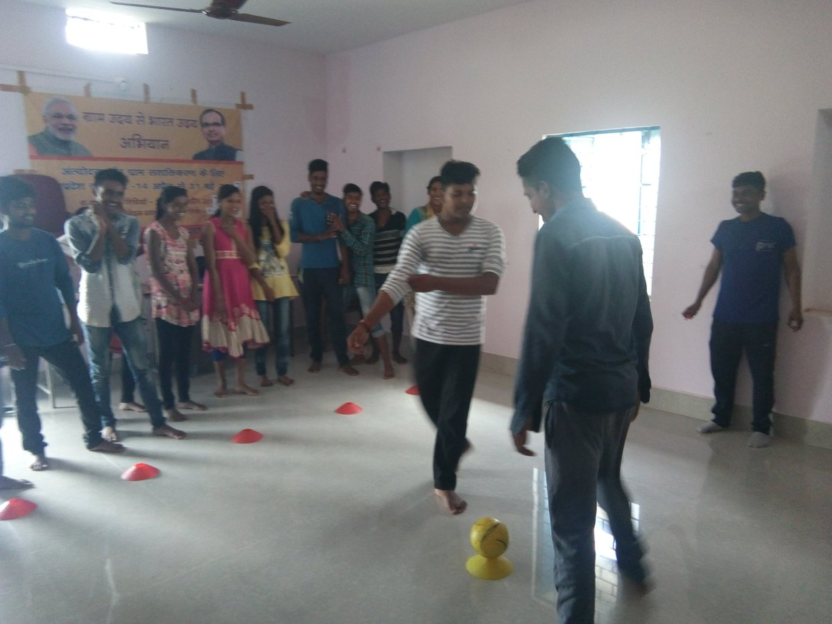 #freedomtoplay launches second phase of #KadamBadhateChalo in Jamunahai, Panna in Madhya Pradesh. Promoting gender equality through sports.<br>http://pic.twitter.com/akva0i2fKy