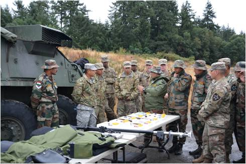#IndianArmy &amp; #USArmytroops shared experiences on Improvised explosive Devices &amp; Combat First Aid #YudhAbhyas17 @DefenceMinIndia @JBLM_PAO<br>http://pic.twitter.com/KQHT4vn1PY