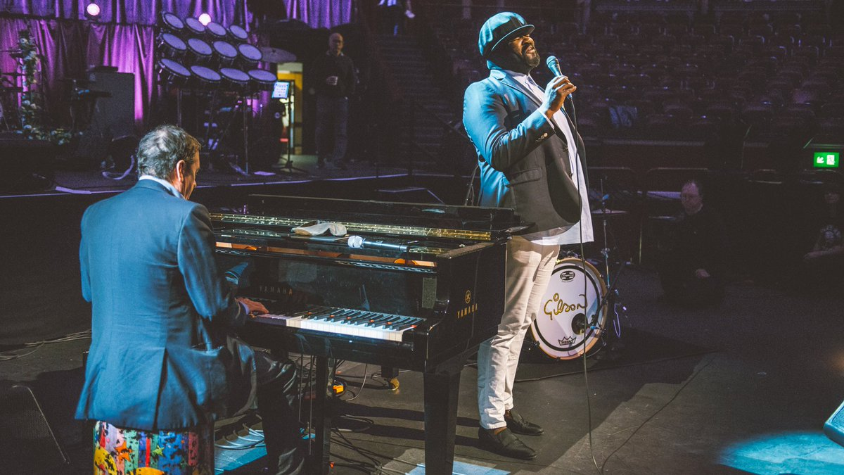 🙌 @GregoryPorter takes to the stage #LaterJools25 rehearsals https://t...