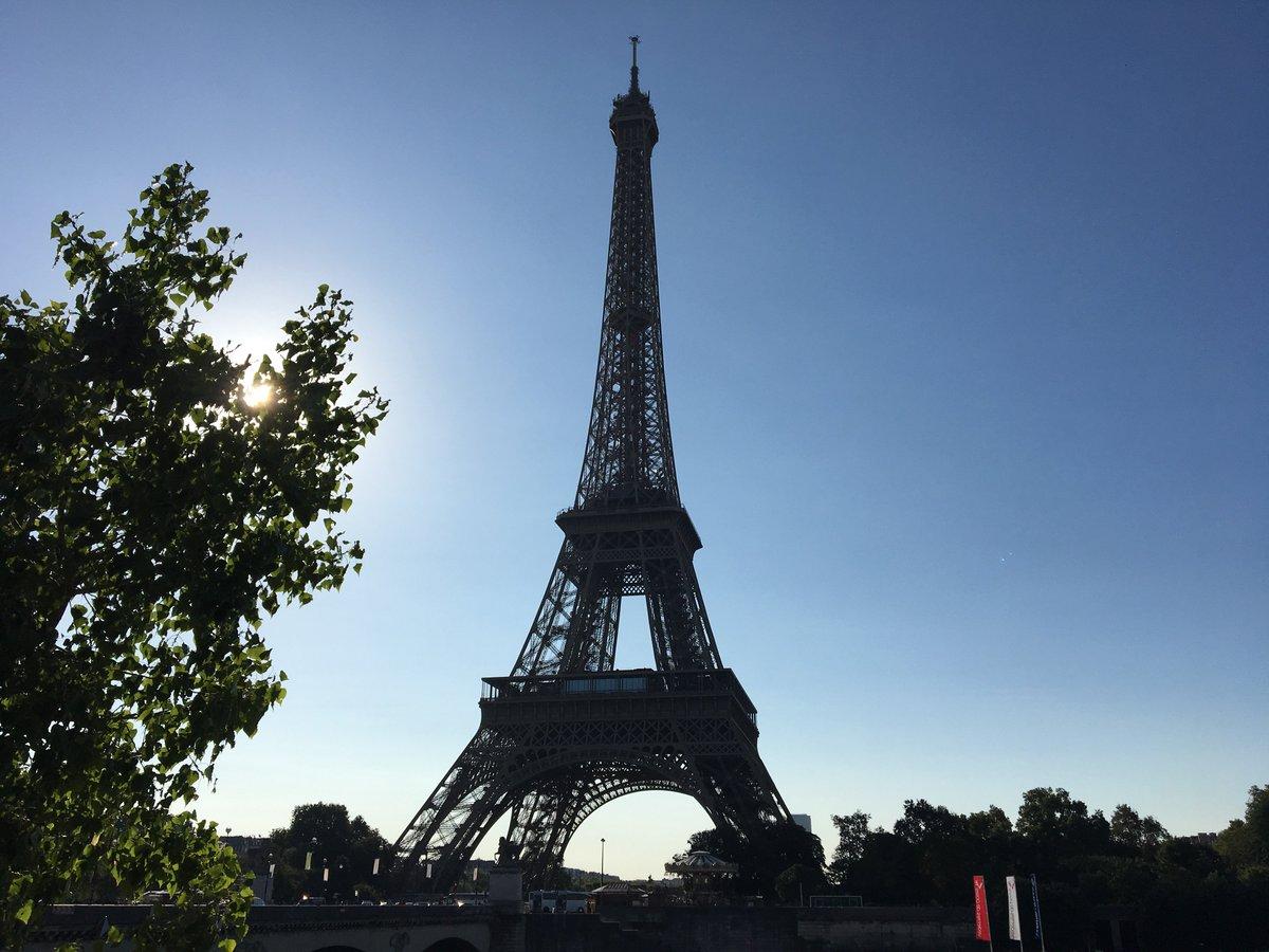 La tour eiffel on twitter la tour eiffel est ouverte mais uniquement a - Escalier de la tour eiffel ...