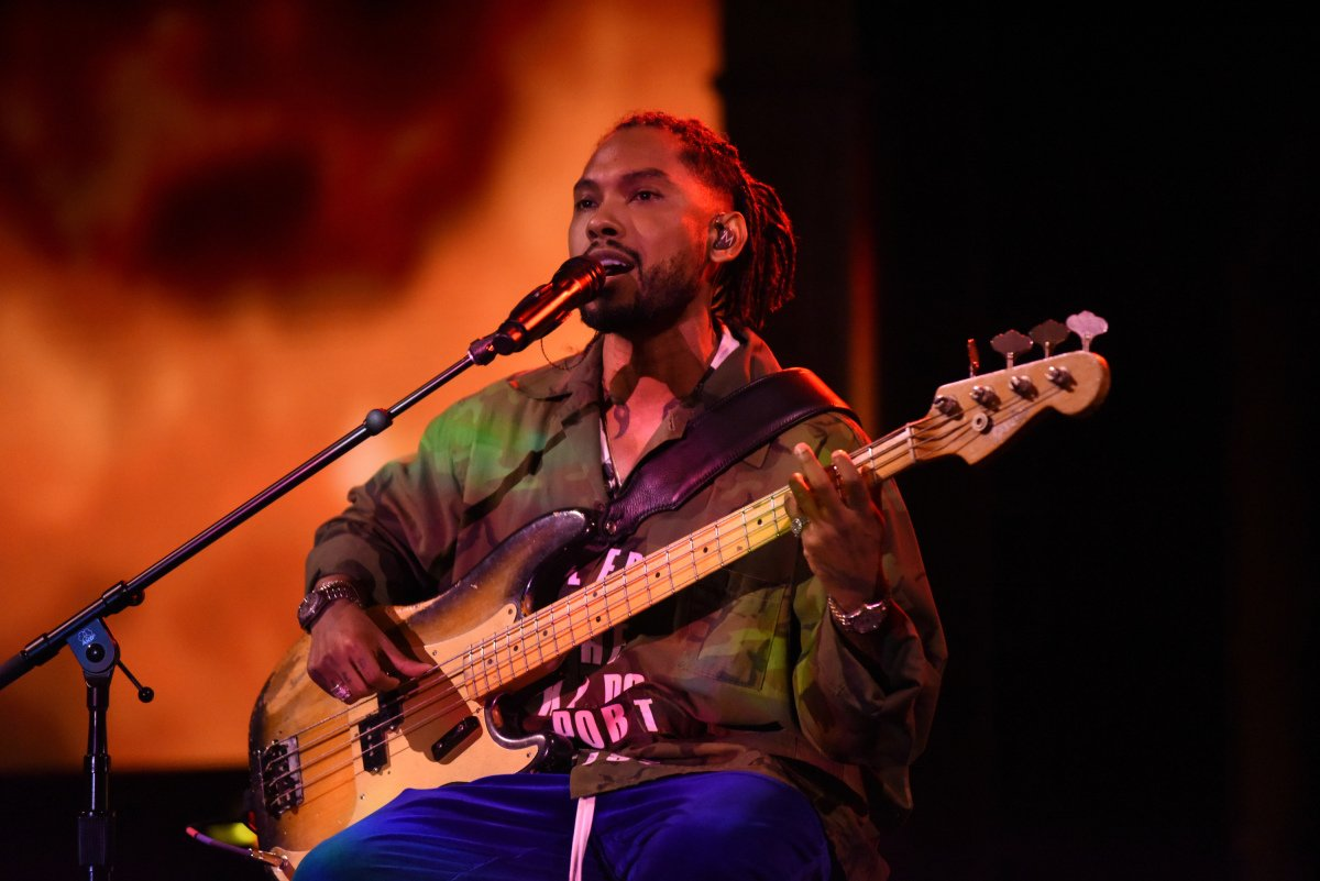 Watch @Miguel perform two songs on The Late Show. https://t.co/Irw5J8X...