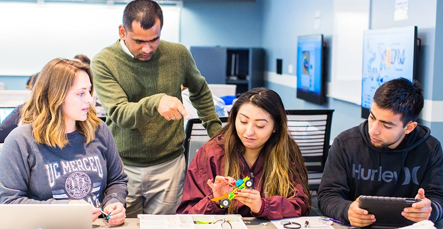 UC Merced's total enrollment grows to nearly 8,000, including a 13% increase in graduate students. #HigherEd  http:// bit.ly/2xRLB2b  &nbsp;  <br>http://pic.twitter.com/2Q7cYIfe1w
