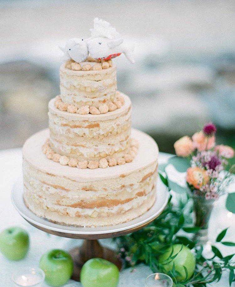 calling all brides & grooms: it's *officially* apple season!! 🍏🍎 👰🤵#milkbarweddings (📸: elena wolfe photography)