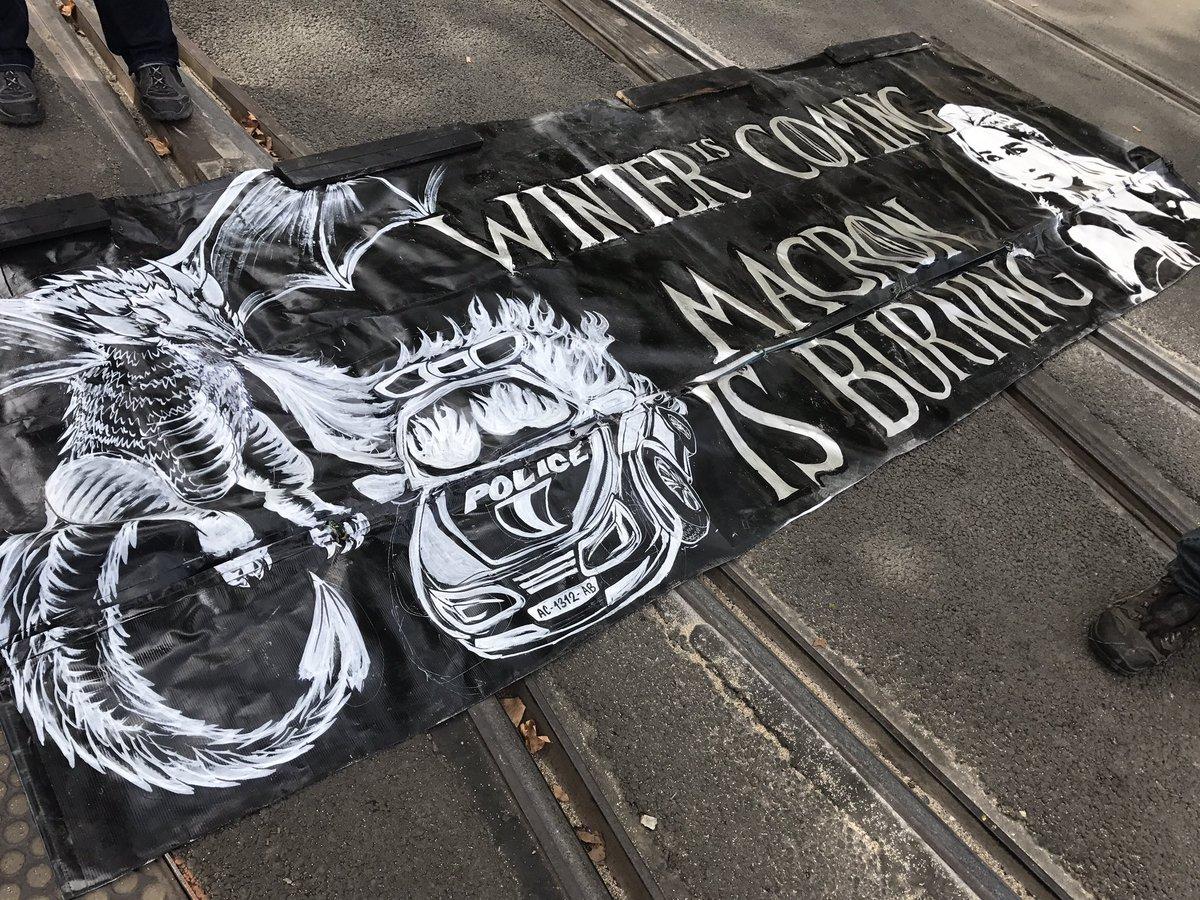 #Manif21septembre: &quot;Winter is Coming. #Macron is Burning&quot; #Antireport #LoiTravail #JaiBastille #LoiTravailXXL #FranceInsoumise #PCF #CETA<br>http://pic.twitter.com/olG3zW3eZV