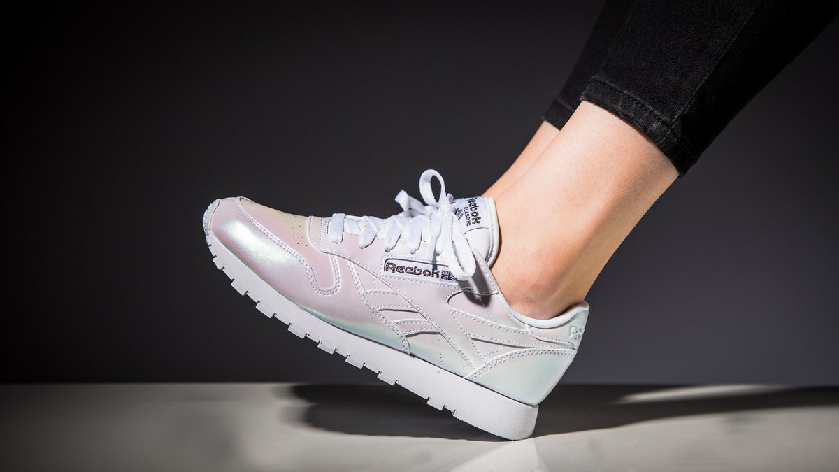 400f48d6251 The new  Reebok Classic Leather »Patent Pearl Pack« is available here   http   43nhlb.com 6vz pic.twitter.com 6x4ahC63tk