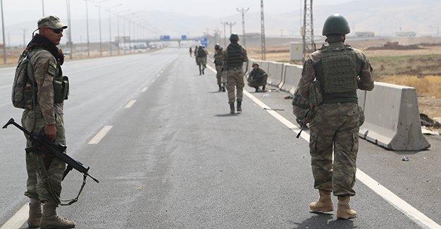 دبابات تركية تجري تدريبا على حدود العراق قبل أسبوع من استفتاء الأكراد DKQIHDWXcAAoFEw