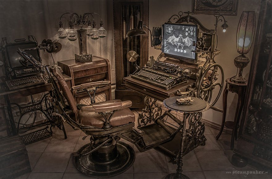 #Geek 🤓 Awesome of the Day: #Steampunk ⚙️ #Computer 🖥️ Workstation Made of Iron Steel Wood Brass and Leather via @Distinctboxes #SamaGeek