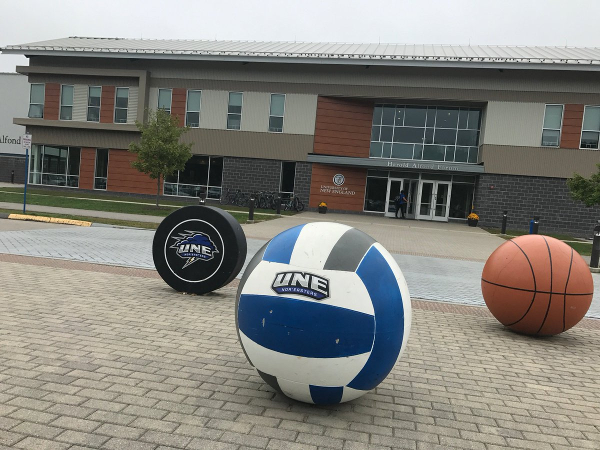 The Alfond Forum is home to our ice hockey rink, modern gym, basketball courts, eatery, and yes it has classrooms too! #une <br>http://pic.twitter.com/rDmBxYfhvI