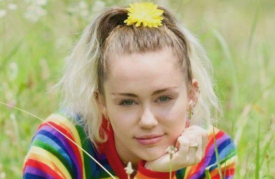 """Miley Cyrus lança nova música; ouça """"Week Without You""""! https://t.co/hRJTNjK77P"""