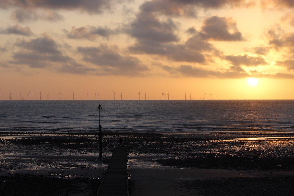 Sunrise over the Wind farm at Llandudno #llandudno #sunrise #windturbines #seascape #orange #clouds #sunrise #wales #Cymru #sea<br>http://pic.twitter.com/8DYBO9jJUh