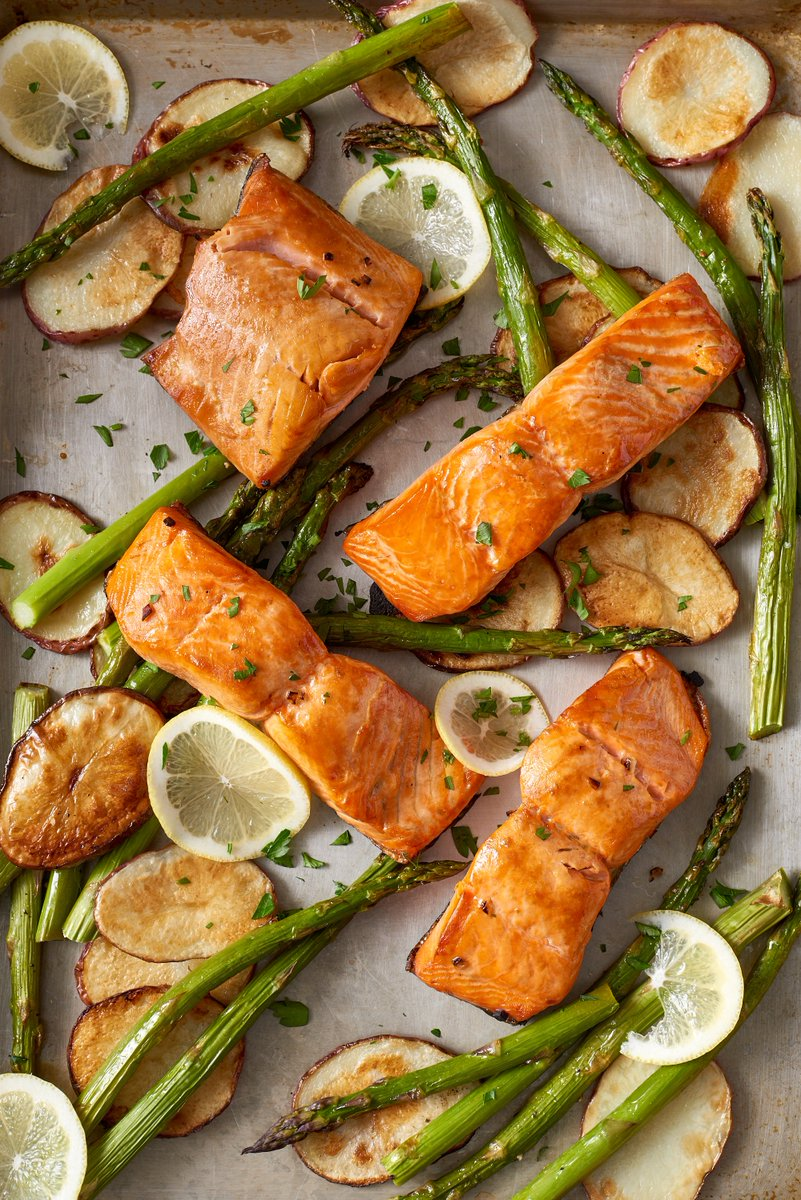 Recipe: Sheet Pan Crispy Salmon and Potatoes — Quick and Easy Weeknight Dinners    #recipe #sheet  http:// tinyurl.com/y88ca2bs  &nbsp;  <br>http://pic.twitter.com/sqX6sZGBwI