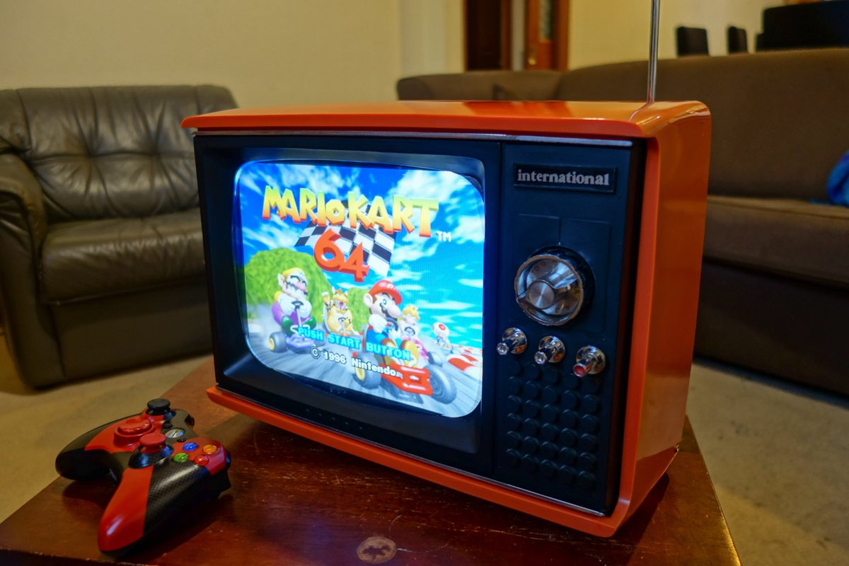 Another great custom! This TV set is turned into a &#39;portable&#39; #N64 #nintendo #retrogaming #custom <br>http://pic.twitter.com/rO84p5lLMy