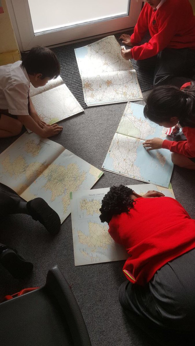 We Worcester Park! Year 3 have been looking at maps at to find out about their local area.  @The_GA #mapping #SkillsForLife<br>http://pic.twitter.com/1RBYgwtJg8