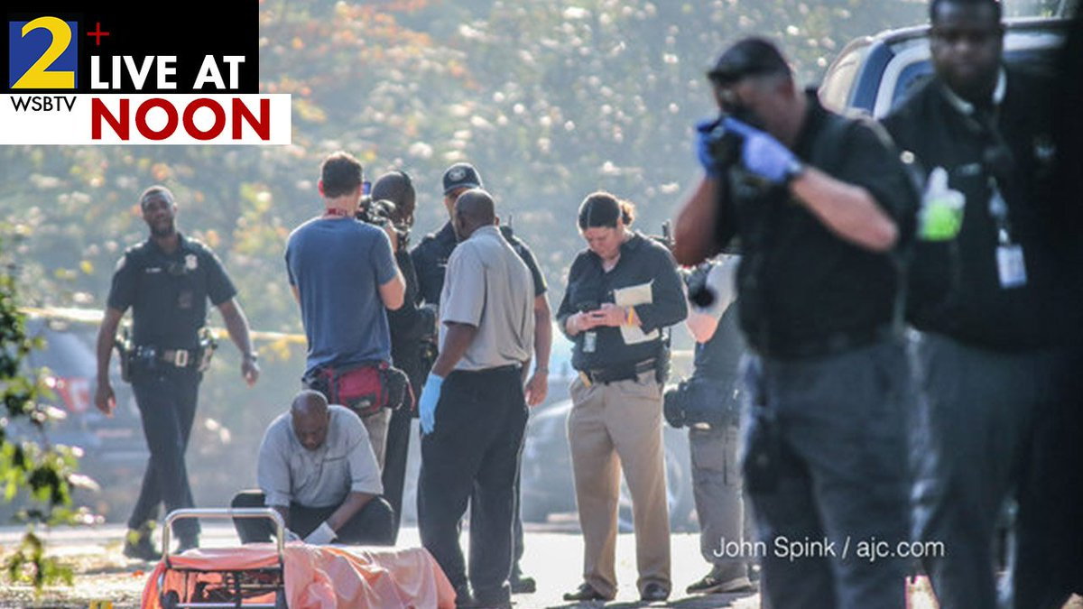 #DEVELOPING: Woman dead in middle of the road for nearly two hours before anyone discovered her:  http:// 2wsb.tv/2yshoE2  &nbsp;   @AudreyWSBTV at 12.<br>http://pic.twitter.com/0xYKdLR6LI