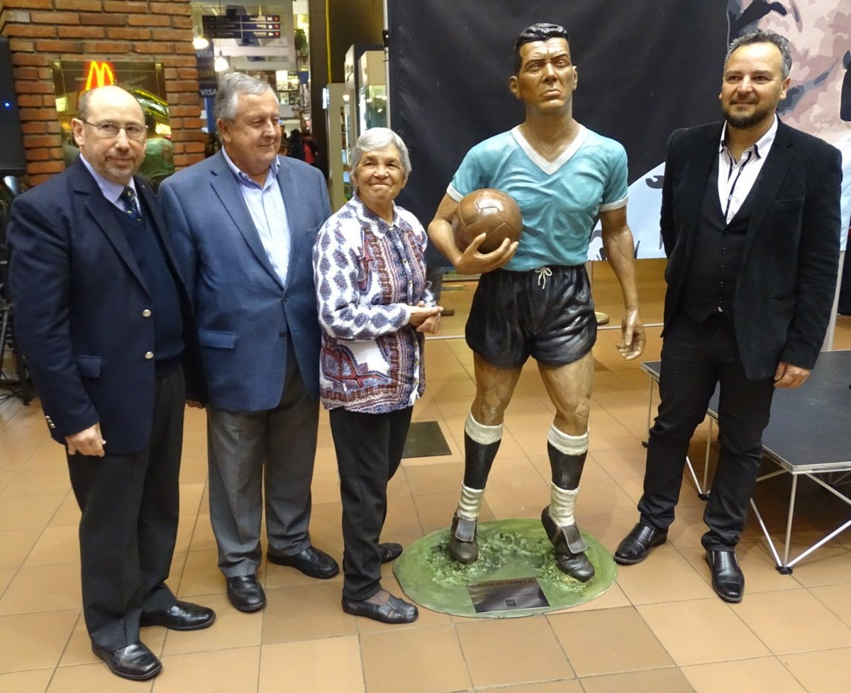 "AUF on Twitter ""Se inaugur³ hoy en Tres Cruces la escultura"