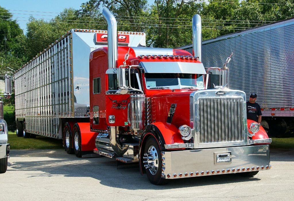 Where are my bull haulers at?  What do y&#39;all think about this rig? @peterbiltmotors #peterbilt #truck #trucker #bigrig #largecar #chrome<br>http://pic.twitter.com/QdH2hzp2a3