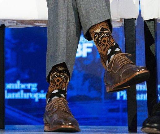 可愛すぎるwwカナダの首相の靴下がスターウォーズのチューバッカだったww