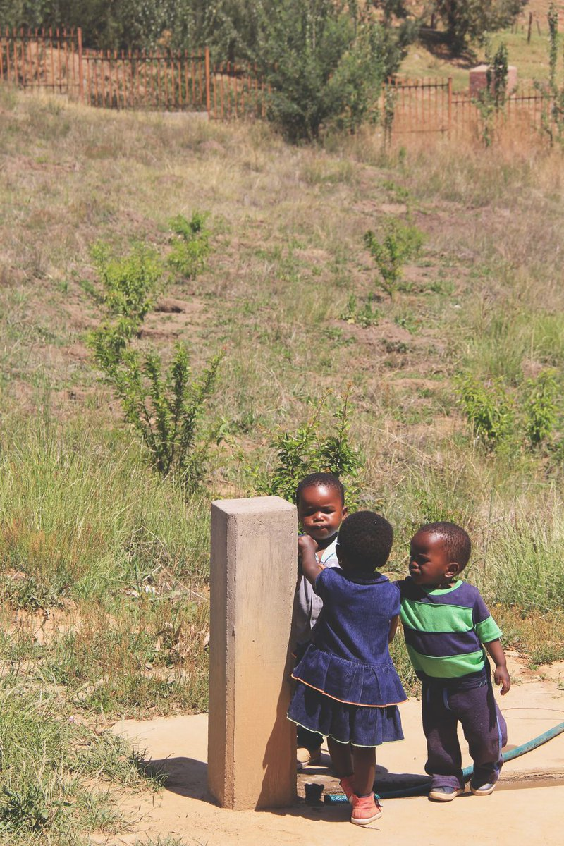The cutest &#39;watercooler talk&#39; there ever was in #Lesotho <br>http://pic.twitter.com/4X1X7pA6IT